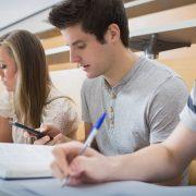 Quasi 900mila laureati, altrettanti diplomati e oltre 680mila persone con qualifica professionale troveranno lavoro tra il 2020 e il 2024